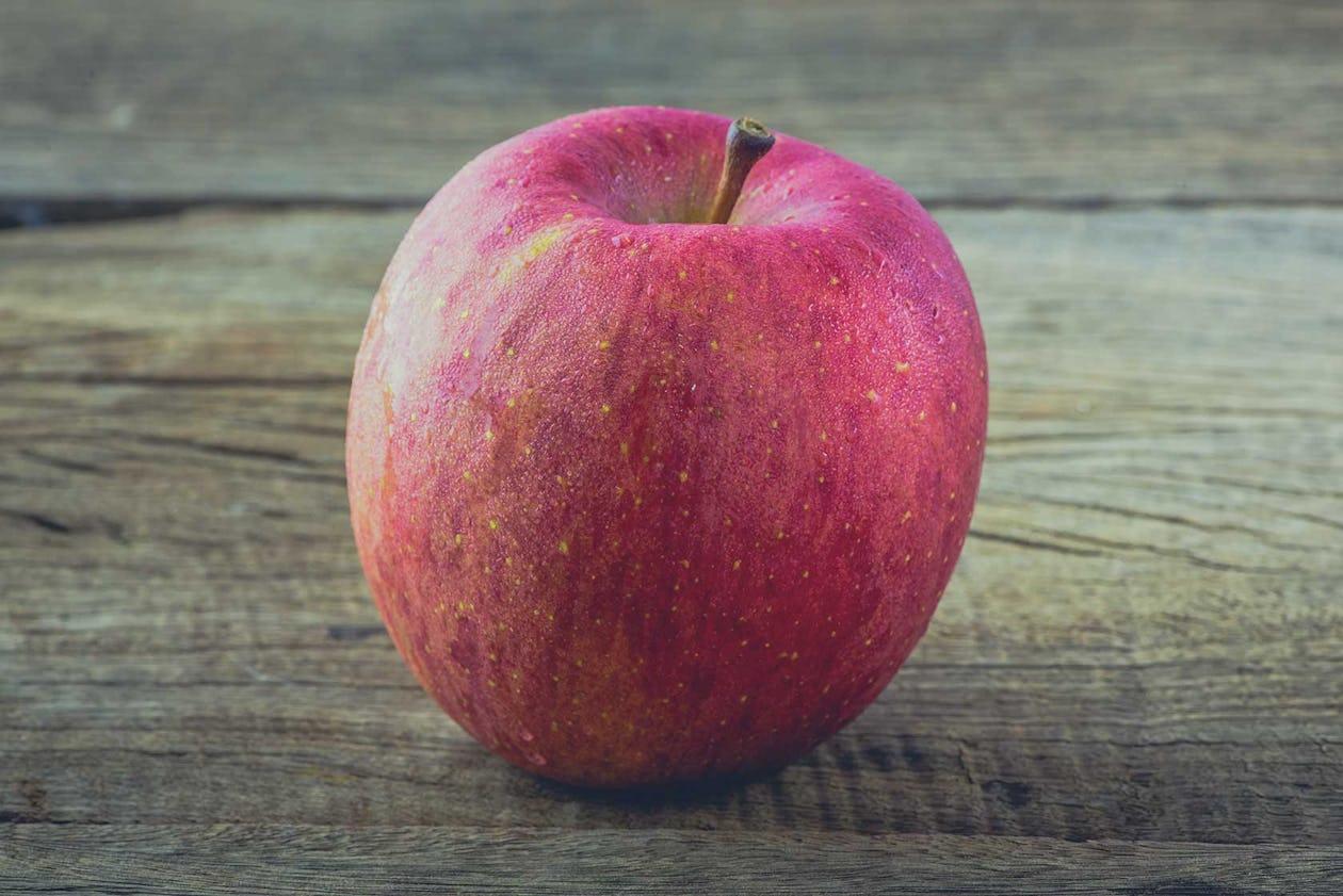 pomme et noix mélangées