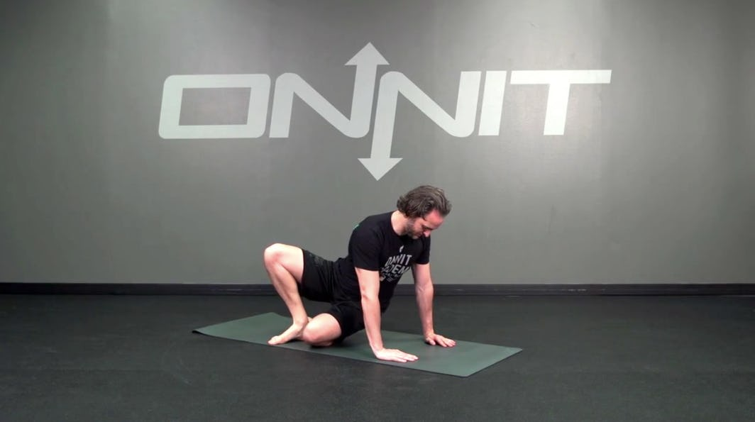 Twist and sit–knee bodyweight exercise