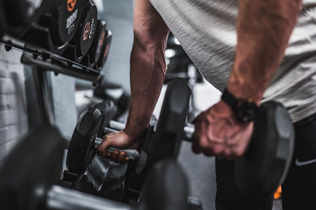 A Pro's Guide To Dumbbell Leg Exercises and Workouts
